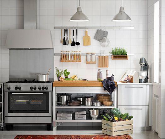 nahaufnahme einer rimforsa werkbank aus edelstahl und bambus mit integrierten schubladen und. Black Bedroom Furniture Sets. Home Design Ideas