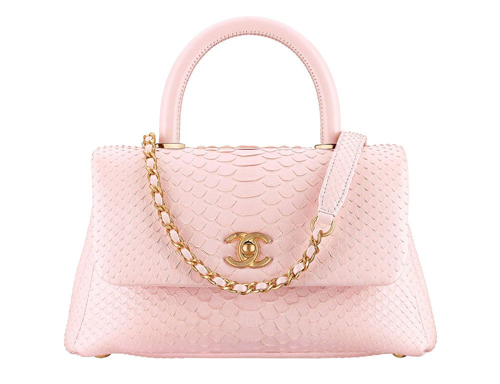 Check Out 100 of Chanel s Ancient Greece-Inspired Cruise 2018 Bags ... f7d51897ff75a