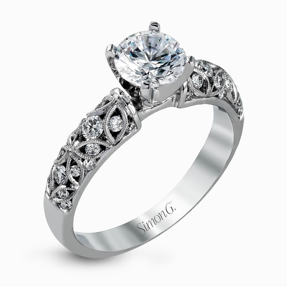 Featuring a delicate floral design this white gold vintage