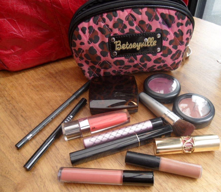 Miss Whoever You Are: What\'s in MY Makeup Bag??? | Essentials ...