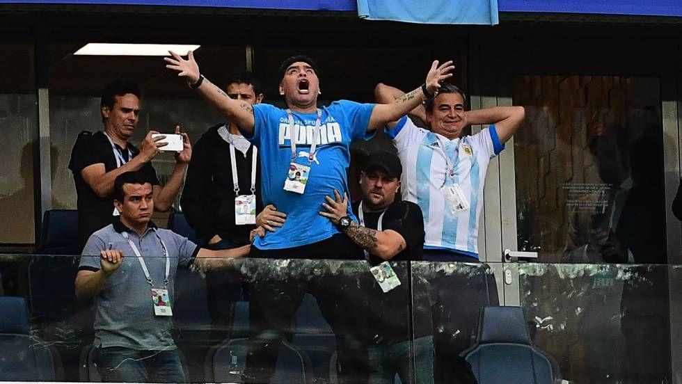 Maradona La Vida De Excesos De Un Mito Diego Maradona Fifa Mitos