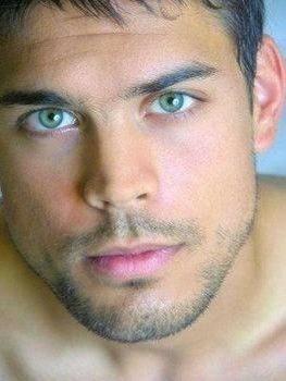 Zaher Badal 19 Años Características Físicas Alto Musculoso Y Muy Moreno Pelo Oscuro Ojos Verdes Siempre Gorgeous Eyes Beautiful Men Faces Beautiful Eyes