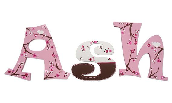 Hand Painted Spring Blossom Wooden Wall Letters por ShannonsCustom