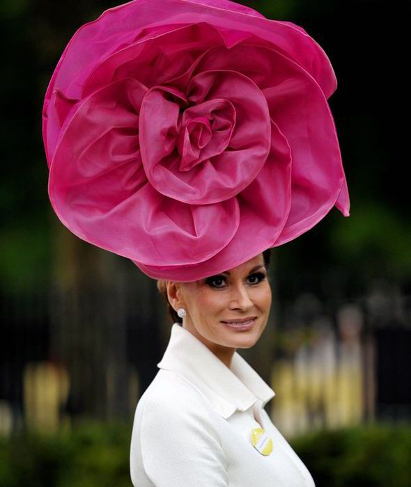 Royal Ascot Hats Family Queen Las Racegoers Horse Racing
