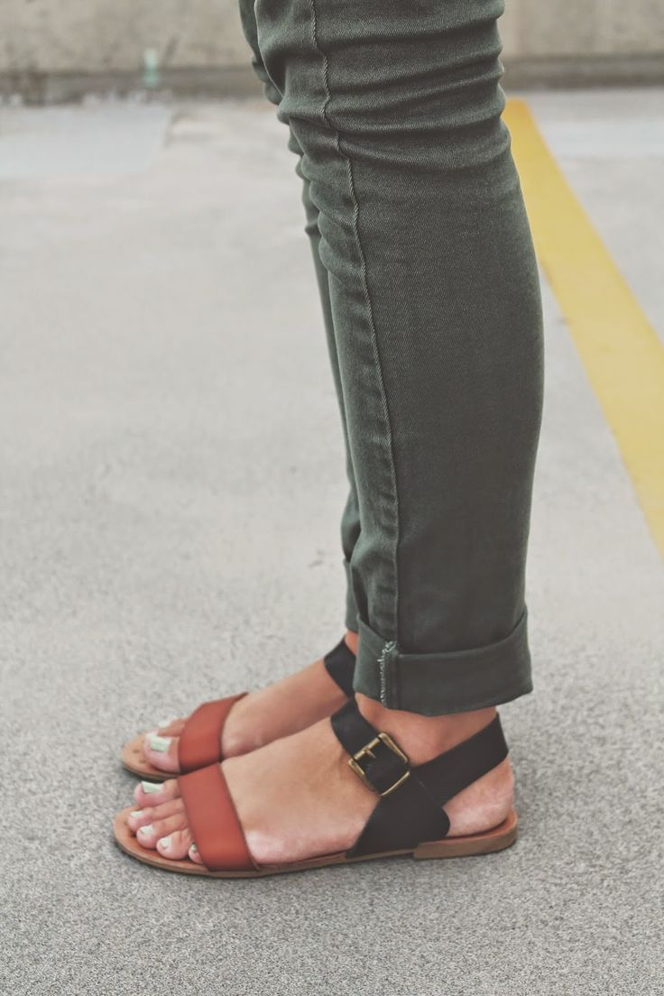 @arrowsapricots shows us how to color block neutrals, one sandal at a time. http://arrowsandapricots.blogspot.com/2014/08/neutrals.html