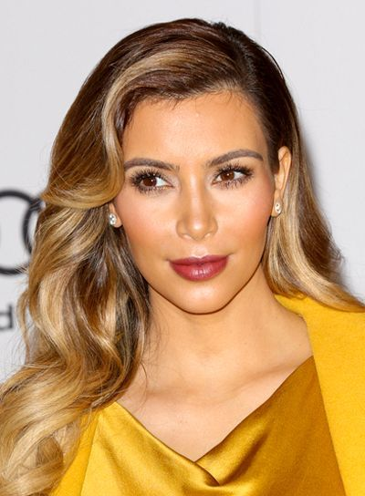 Kim Kardashian S Long Wavy Blonde Sophisticated Hairstyle