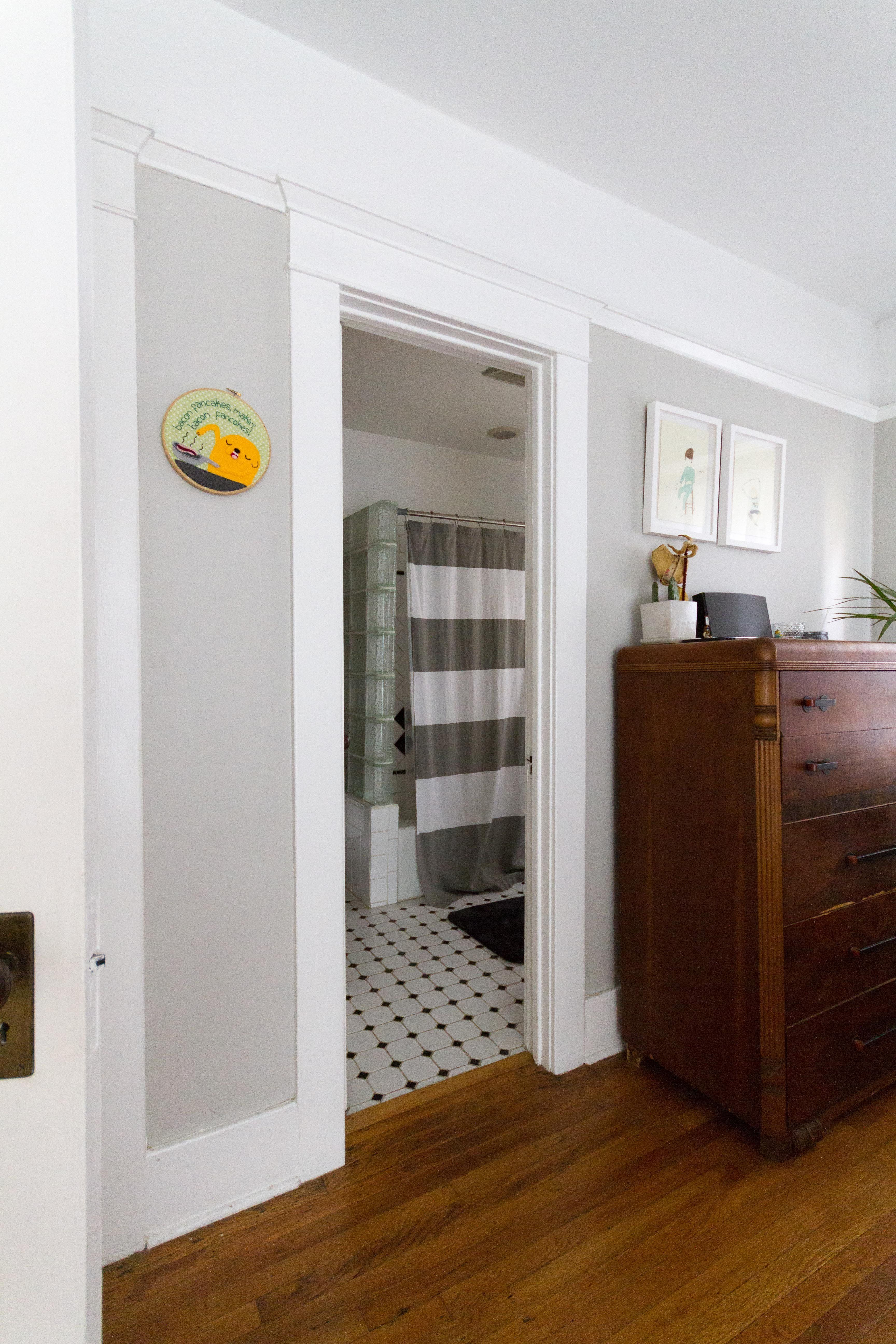 Paint colors that match this Apartment Therapy photo: SW 6004 Mink ...