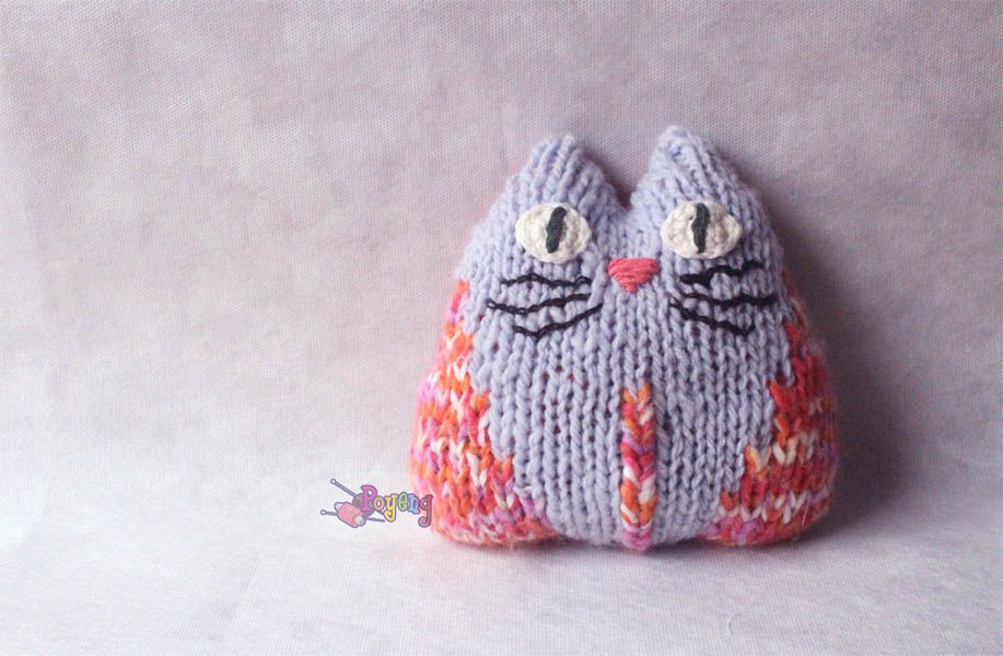 """cat mini cushion, knitting by Ajeng Sitoresmi, pattern from """"30 minutes knits"""""""