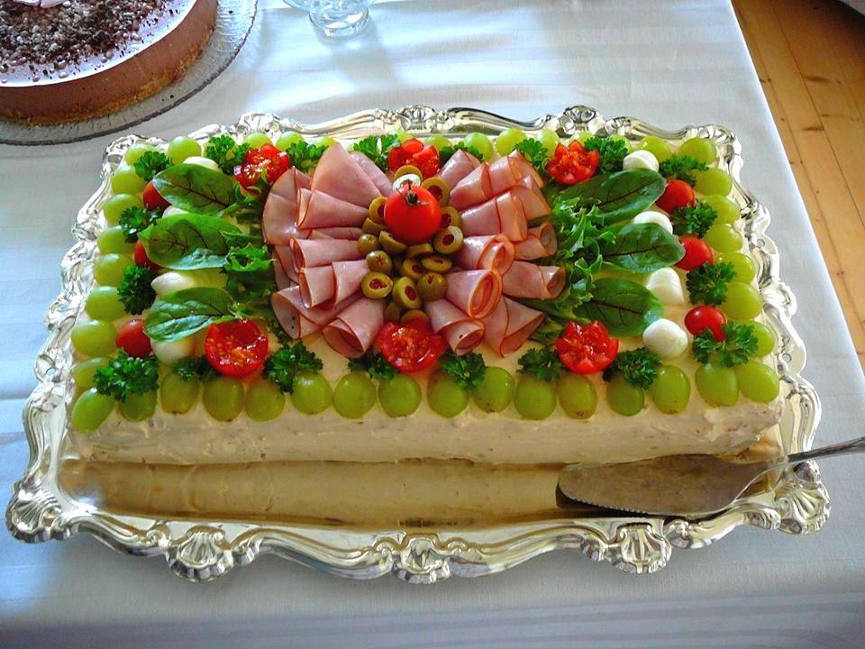 ...ja jotain suolaista myös.: Kinkku-voileipäkakku välimerellisellä twistillä