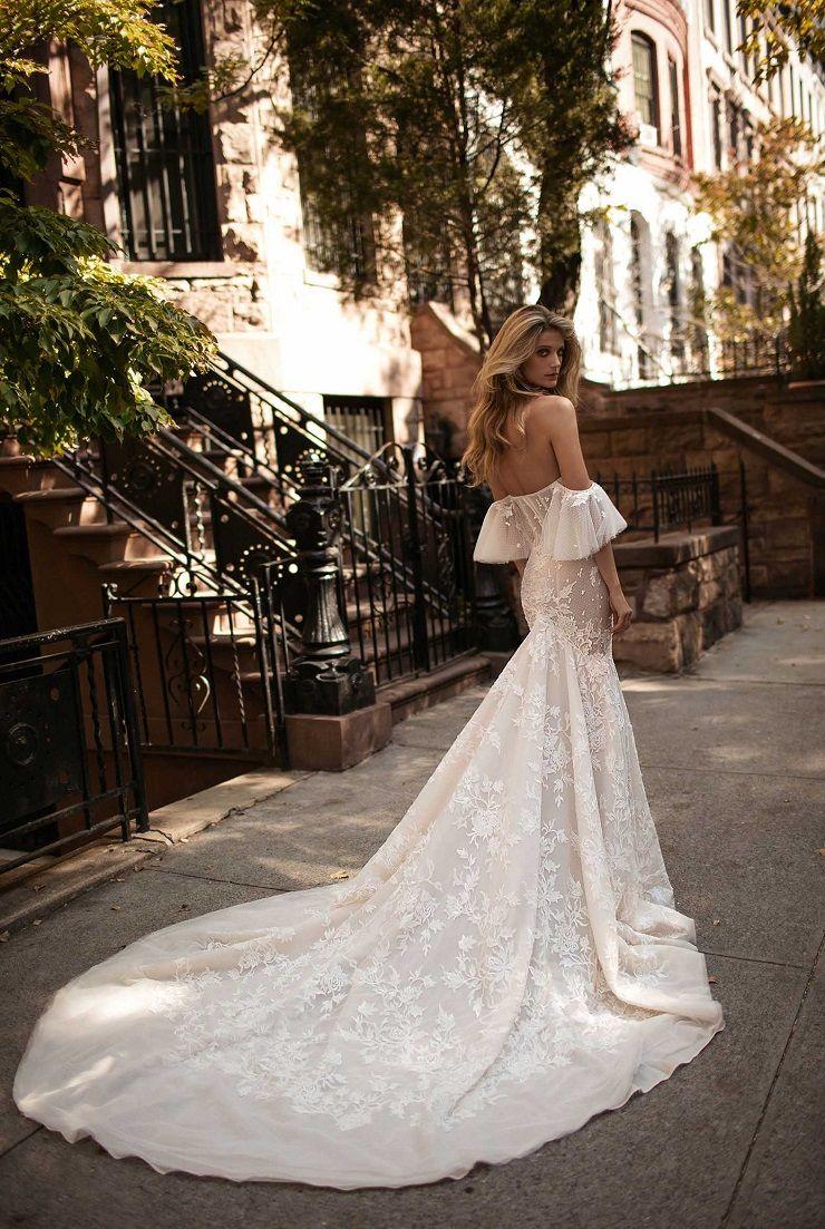 Off the shoulder sweetheart neckline wedding dress | itakeyou.co.uk #weddingdress #weddingdresses #bridalgown #weddinggown #weddinggowns
