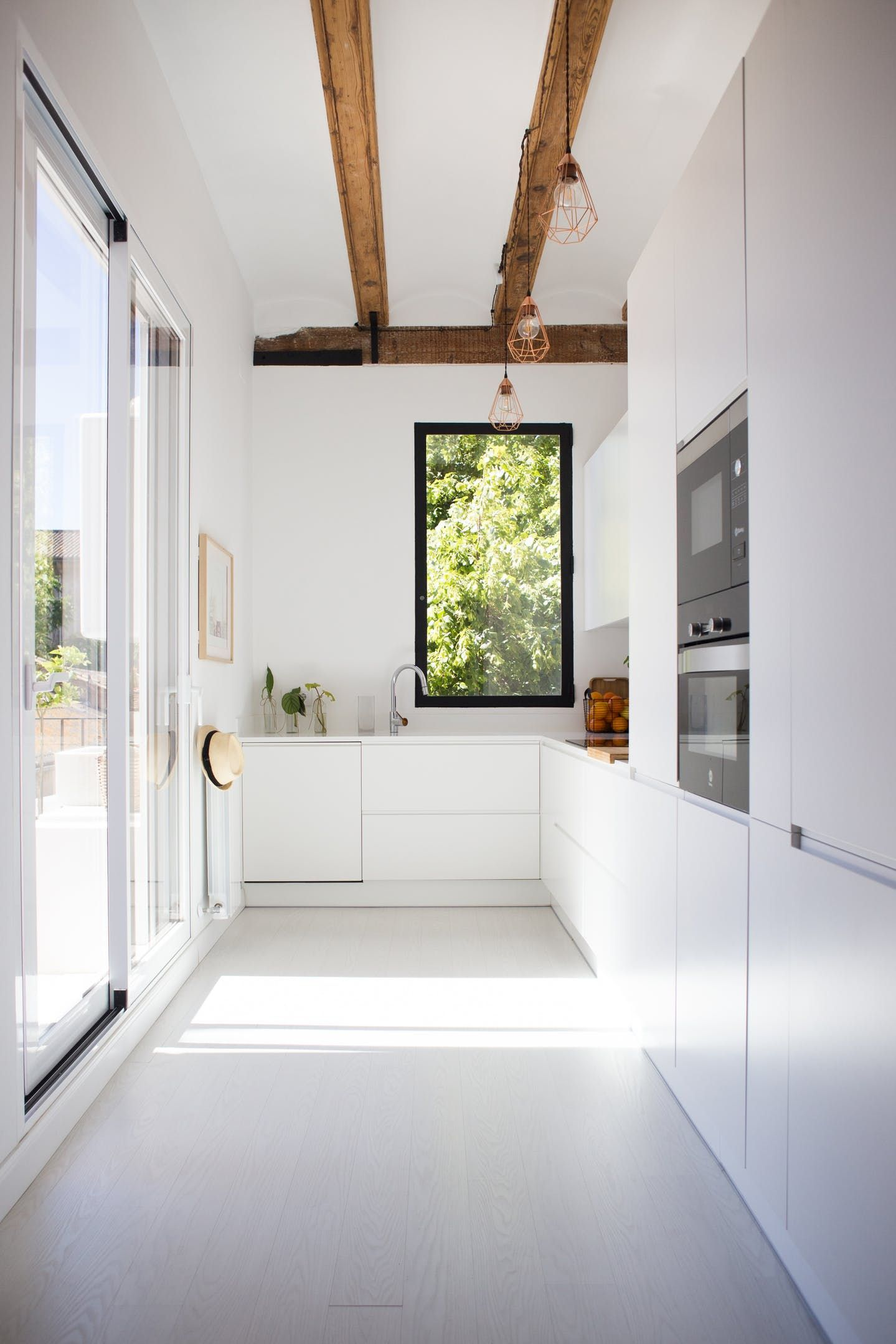 White modern kitchen with exposed beams | kitchen | Pinterest ...