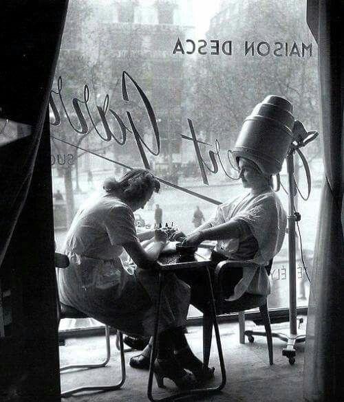 """Парикмахер"" - фото Роберта Дуано, Париж, 1950. Год ..."