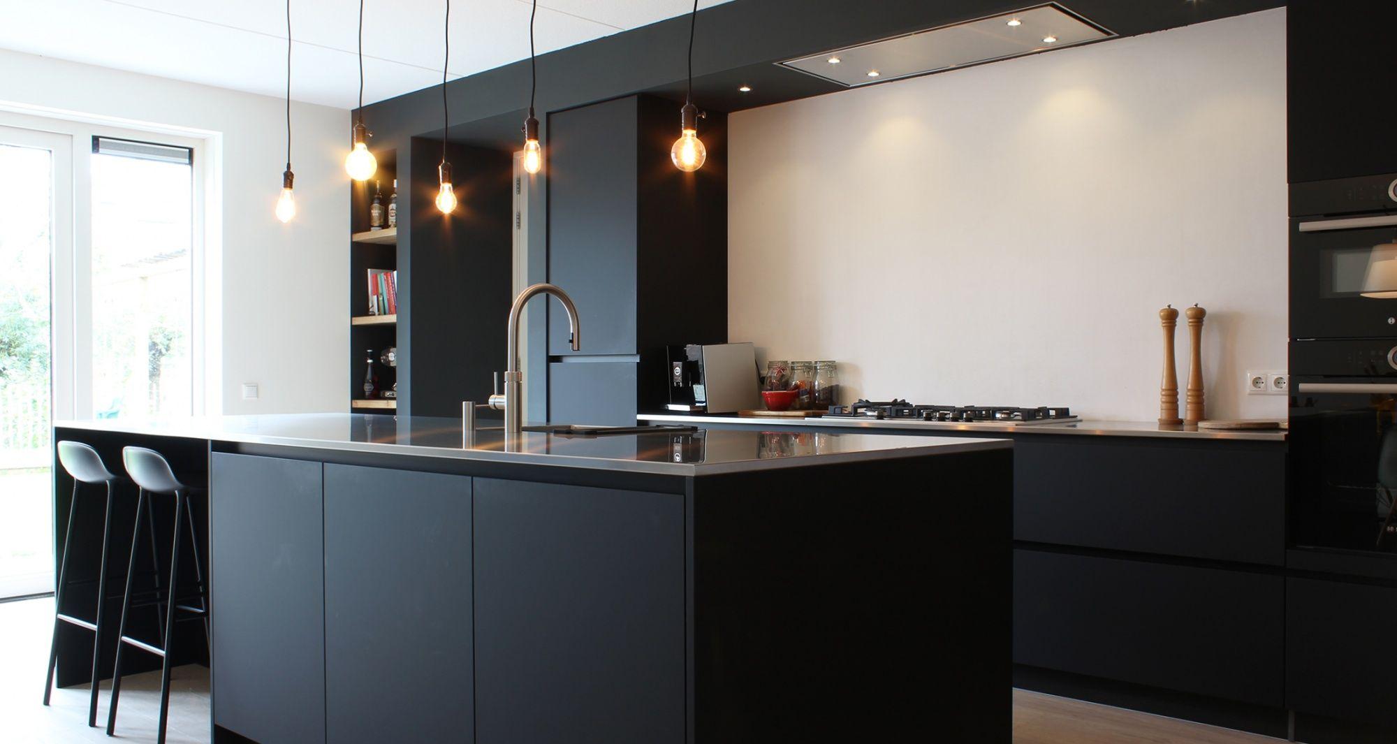 Mat Zwarte Keuken : Mat zwarte keuken met rvs blad keuken keuken keuken zwart en
