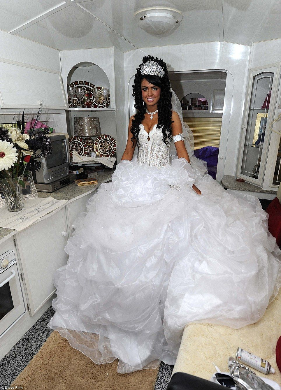 How much does gypsy wedding dress cost
