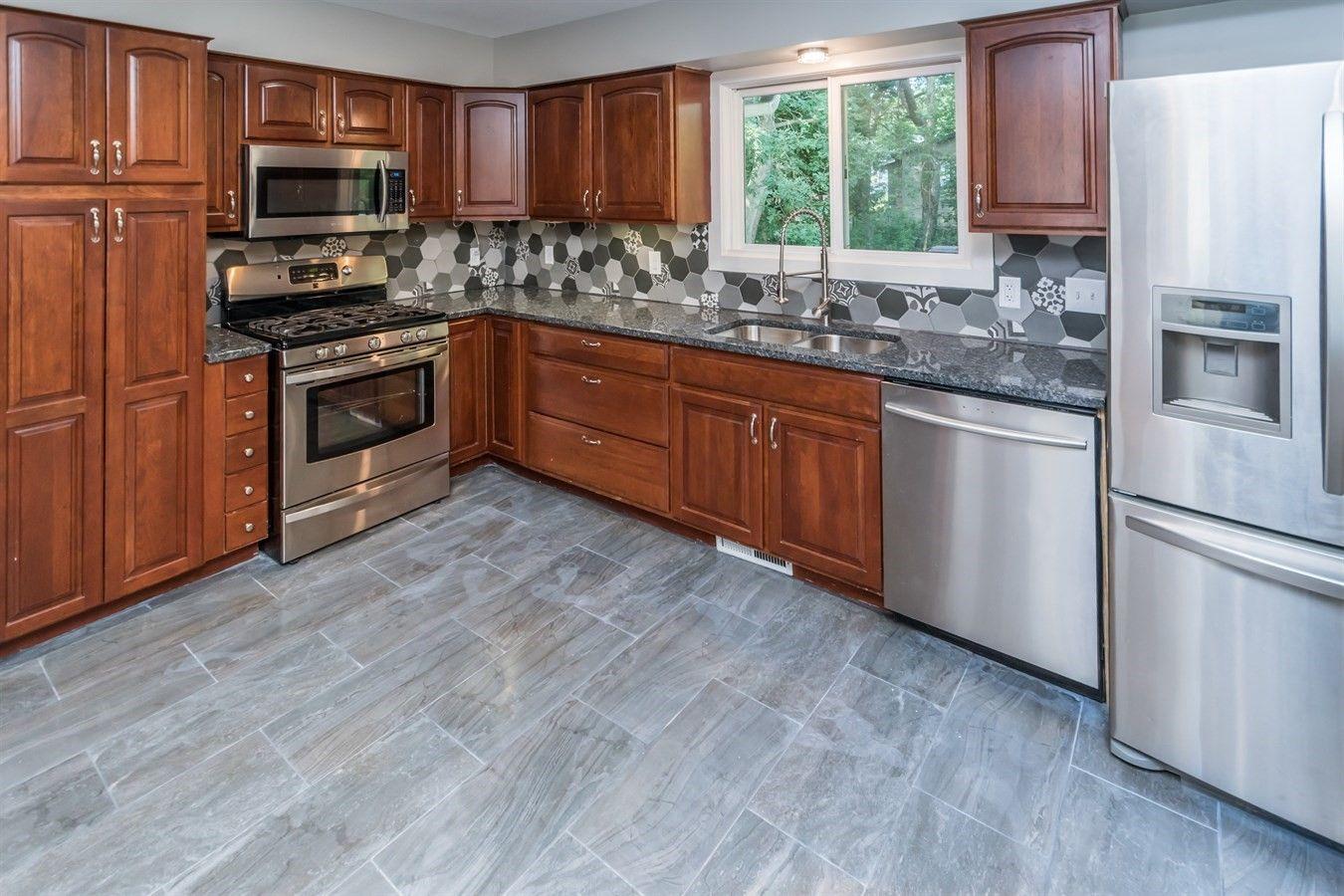 I love the backsplash in this kitchen! | Kitchen, Dream ...