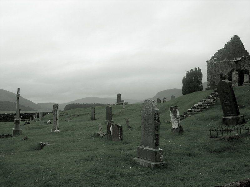 Graveyard by LilyEvans7.deviantart.com