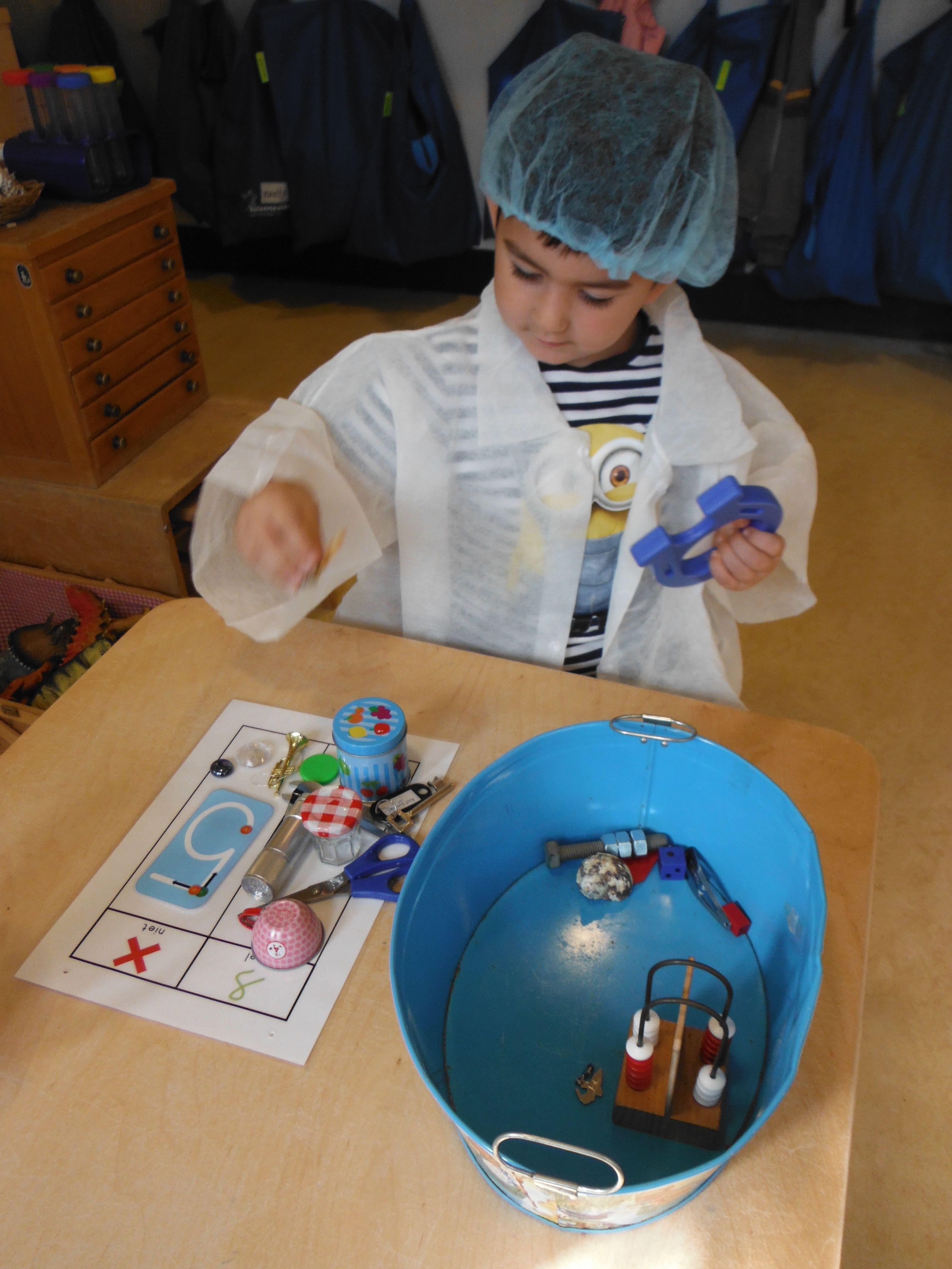 In Het Lab Ontdekken Wat Wel En Niet Magnetisch Is