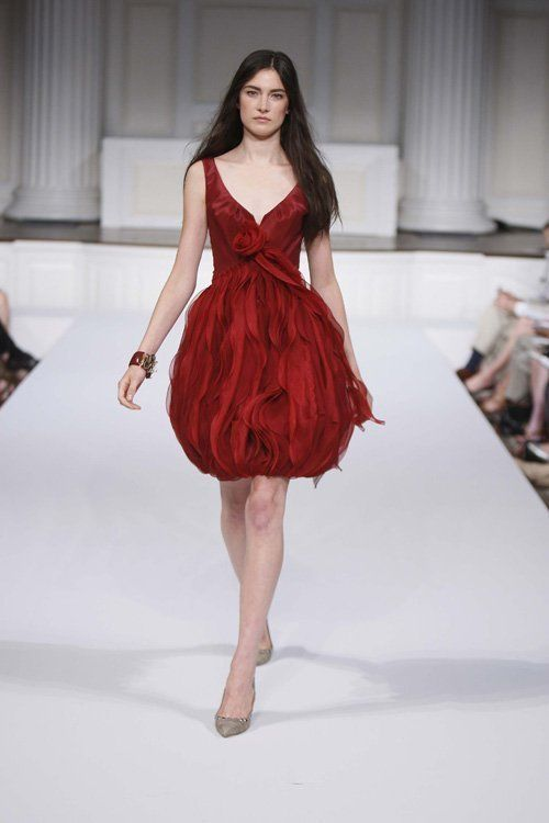 Sz 4 Oscar de la Renta Burgandy Silk Sleeveless Rose Detail Bubble Skirt Dress #OscardelaRenta #Sheath #Cocktail