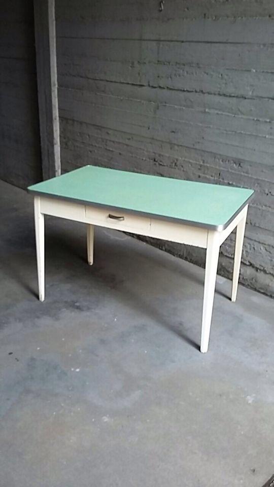 Tavolo Bianco Formica.Mercatino Dell Usato Viceversa Nel 2019 Tavoli Da Cucina