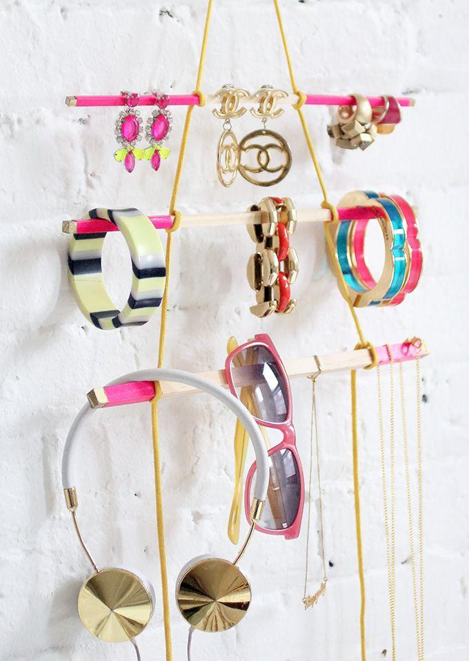 Dokonalý DIY vešiak na vaše šperky!