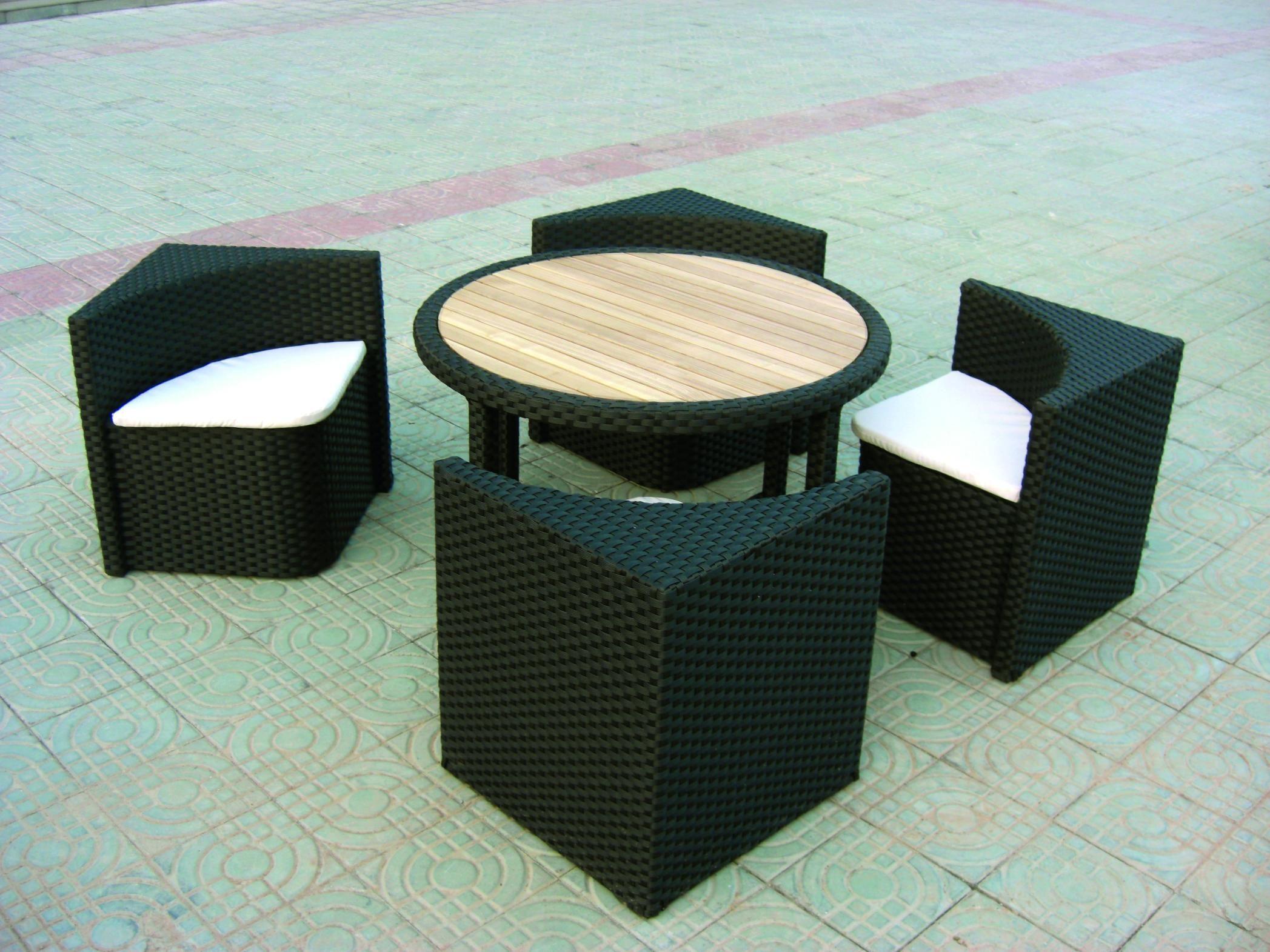 Salon De Jardin Quattro Forme Carree Avec 4 Fauteuils Table Ronde Pour Petits Espaces Mobilier Jardin Salon De Jardin Design Mobilier De Jardin Design