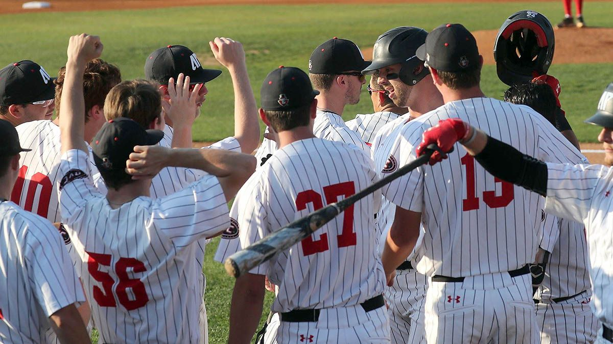 Apsu Baseball Falls At Home To Jacksonville State Title Hopes Dashed Clarksville Tn Online Jacksonville State Jacksonville Baseball Tournament