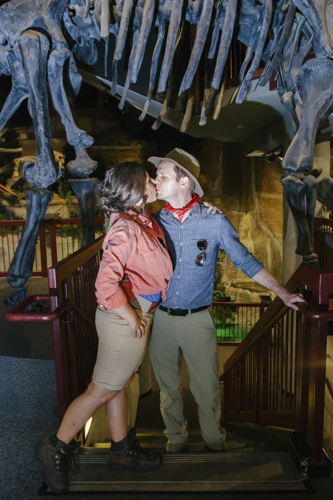 Jurassic Park Halloween Costume: Family Jurassic Park Costume DIY #couplehalloweencostumes