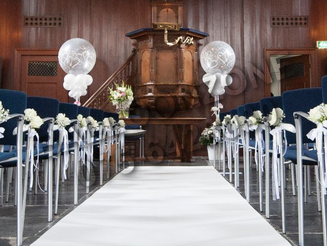 Helium ballondecoratie voor een bruiloft bij het