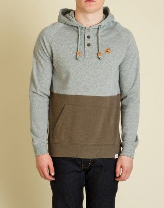 The Tucker is a 220gsm, 60% organic cotton / 40% recycled polyester fleece hoodie with colour block fabric in complimentary colouring. Complete with a small branded patch on the upper left chest, this hoodie will have you conquering your next adventure. #eco #organic #recycled #tentree #fashion #environment #clothing #slowfashion