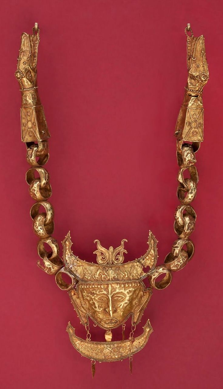 Indonesia Moluccas Necklace gold 17th 19th century GPA