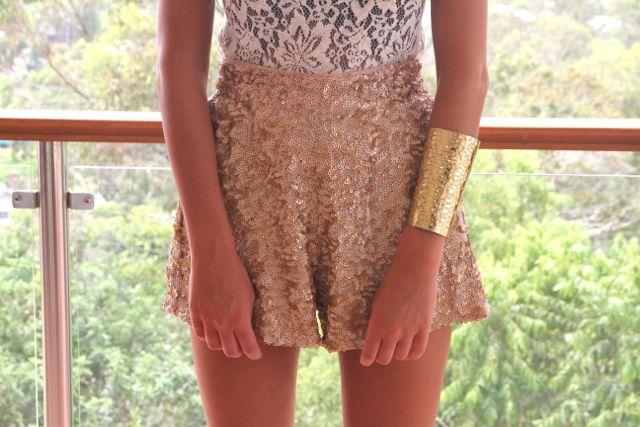 Google Image Result for http://s2.favim.com/orig/35/cuff-fashion-gold-lace-sabo-skirt-Favim.com-280573.jpg