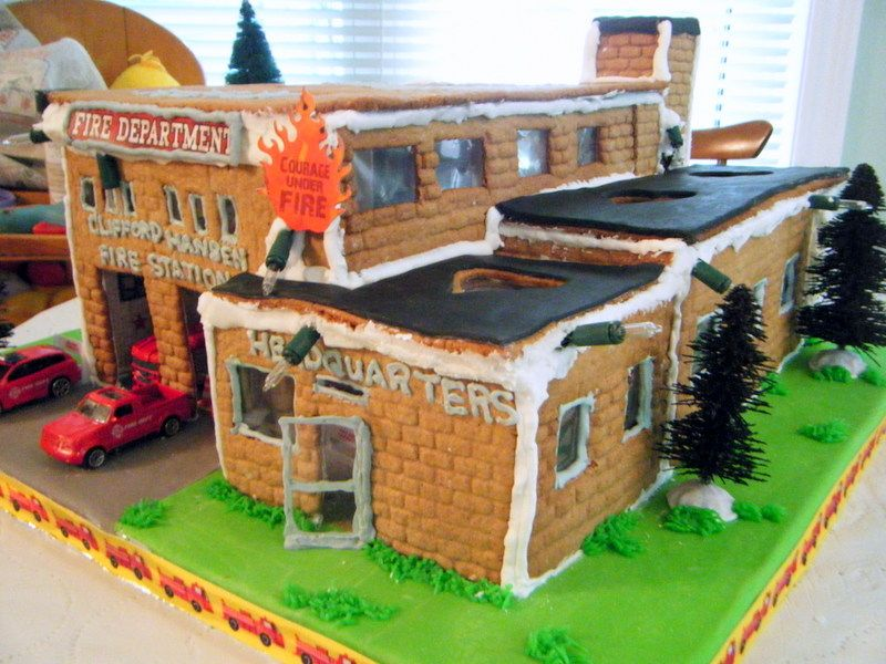 GINGERBREAD HOUSE~gingerbread Firehouse