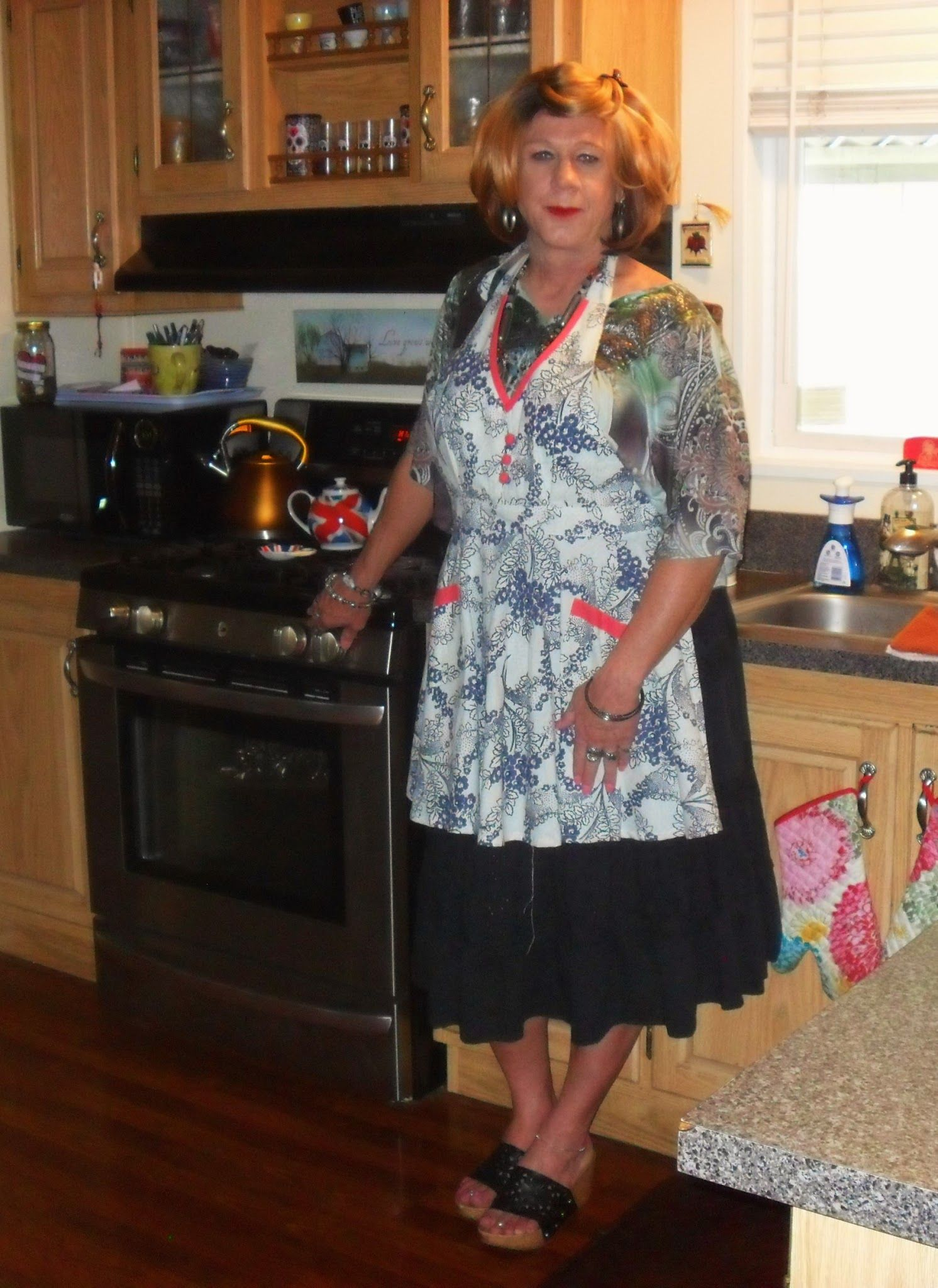 Pin By Suzanne Jeffries On Women Like Me As Housewives  Housewife, Crossdressers -6462