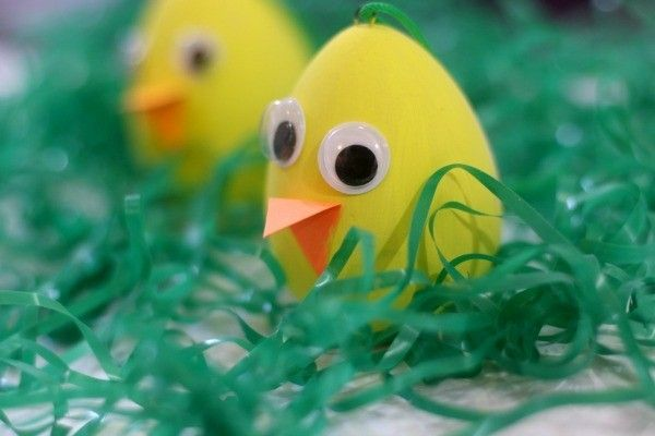 Easy Easter Crafts for Kids using inexpensive supplies from Family Dollar stores. #ad