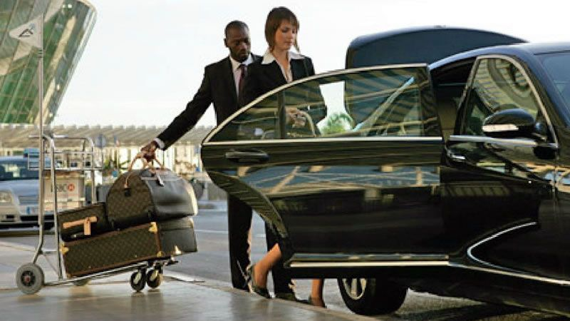 Order the Luxury Car Service to Chicago Airport Transfer
