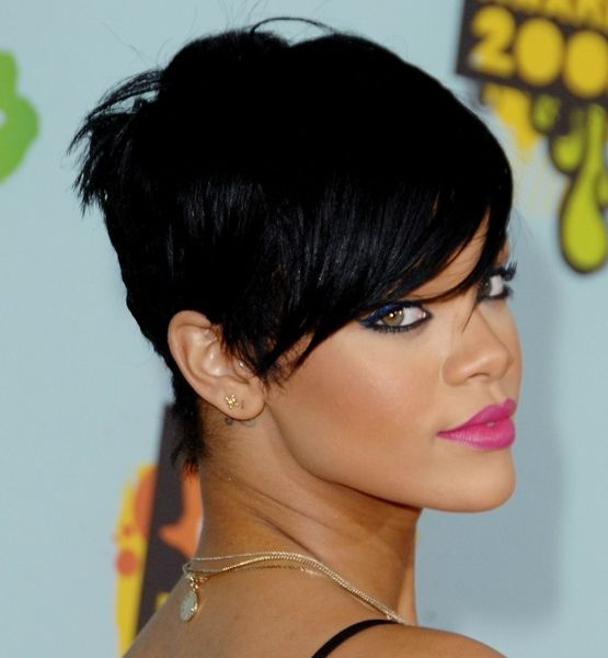 "The best short 'dos for every face shape...  Right Angle Face Type: High Forehead ""Rihanna had a great pixie cut,"" says Campbell. ""To minimize her forehead, her stylist gave her fantastic chunky bangs."" ""Bangs work well with this face type, but they don't have to be cut straight across,"" says Gibson, who likes Rihanna's side-swept, angled fringe as an alternative."