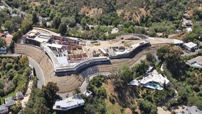 The Biggest House In Los Angeles Asking 500 000 000 Mansions Expensive Houses Bel Air Mansion