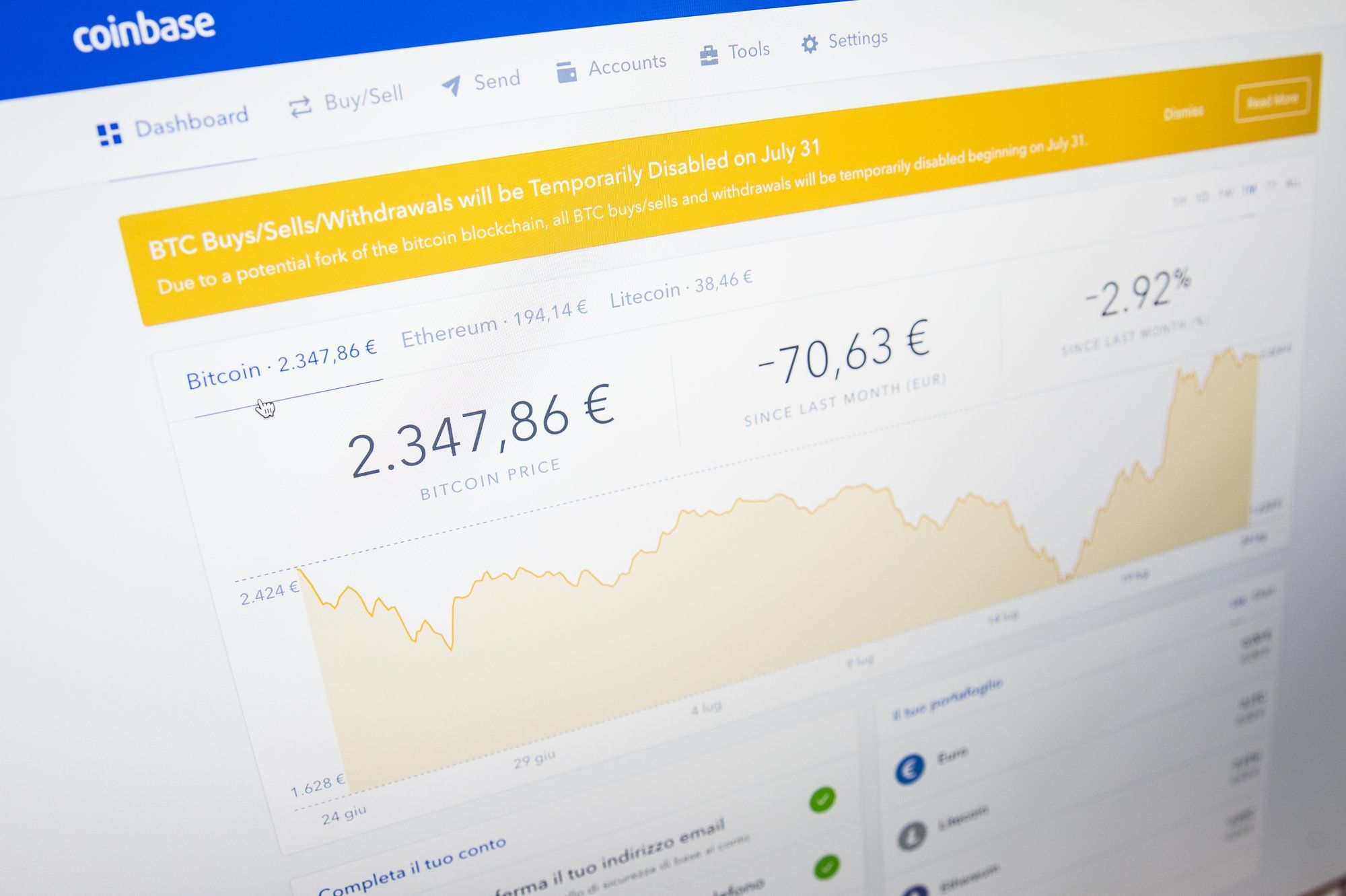 Coinbase One Of The Biggest Bitcoin Marketplaces Says Buying And Selling Temporarily Disabled Amid Price Rout Https Bitcoin Bitcoin Price Online Networking