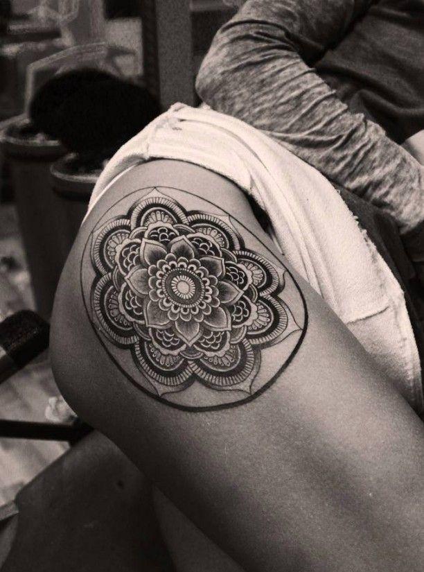oberschenkel maori tattoo motiv tattoo ideen tattoo. Black Bedroom Furniture Sets. Home Design Ideas
