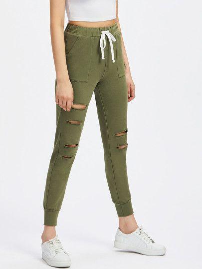 0cbcb4f421 Pantalones con detalle de rotura