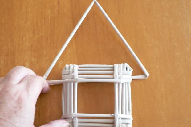 Dotvarujeme vrchol strechy (rovnoramenný trojuholník)