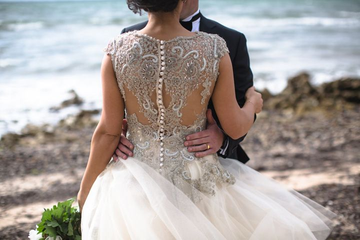 Beautiful wedding dress with elegant back details | itakeyou.co.uk #weddingdress #elegantweddingdress