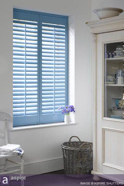 Frameless plantation shutters