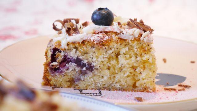 Blaubeerkuchen mit Mohn und weißer Schokolade - Rezept von lifeisfullofgoodies