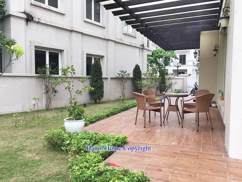 Spacious 4- storey villa for rent in Vinhome Riverside, big yard, green  trees