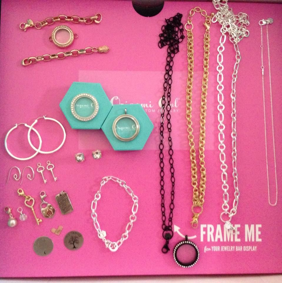 Peru Woman Selling Origami Owl in Support of Breast Cancer ...   960x958