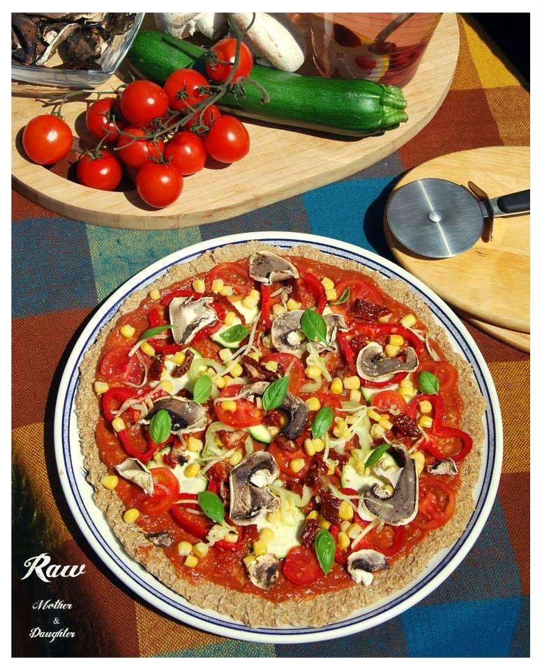 Raw Pizza zdroj: rawforum.sk  autor: Raw Mother&Daughter