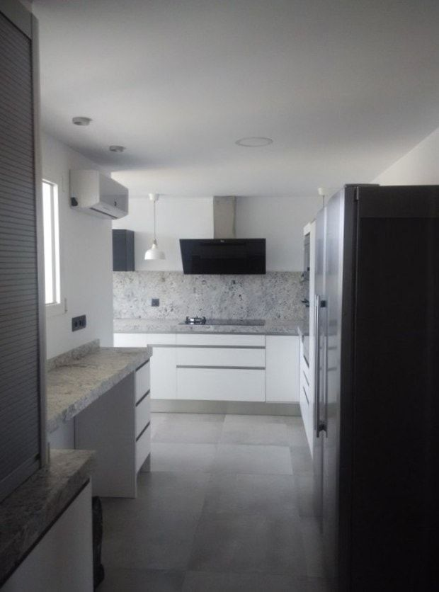 cocina-blanca-con-granito-gris-cce15-min | cocina | Pinterest ...