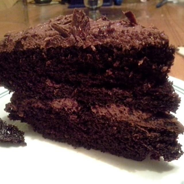 Sounds amazing! - 7件のもぐもぐ - Black magic chocolate cake with chocolate truffle butter cream frosting. by Fe's kitchen