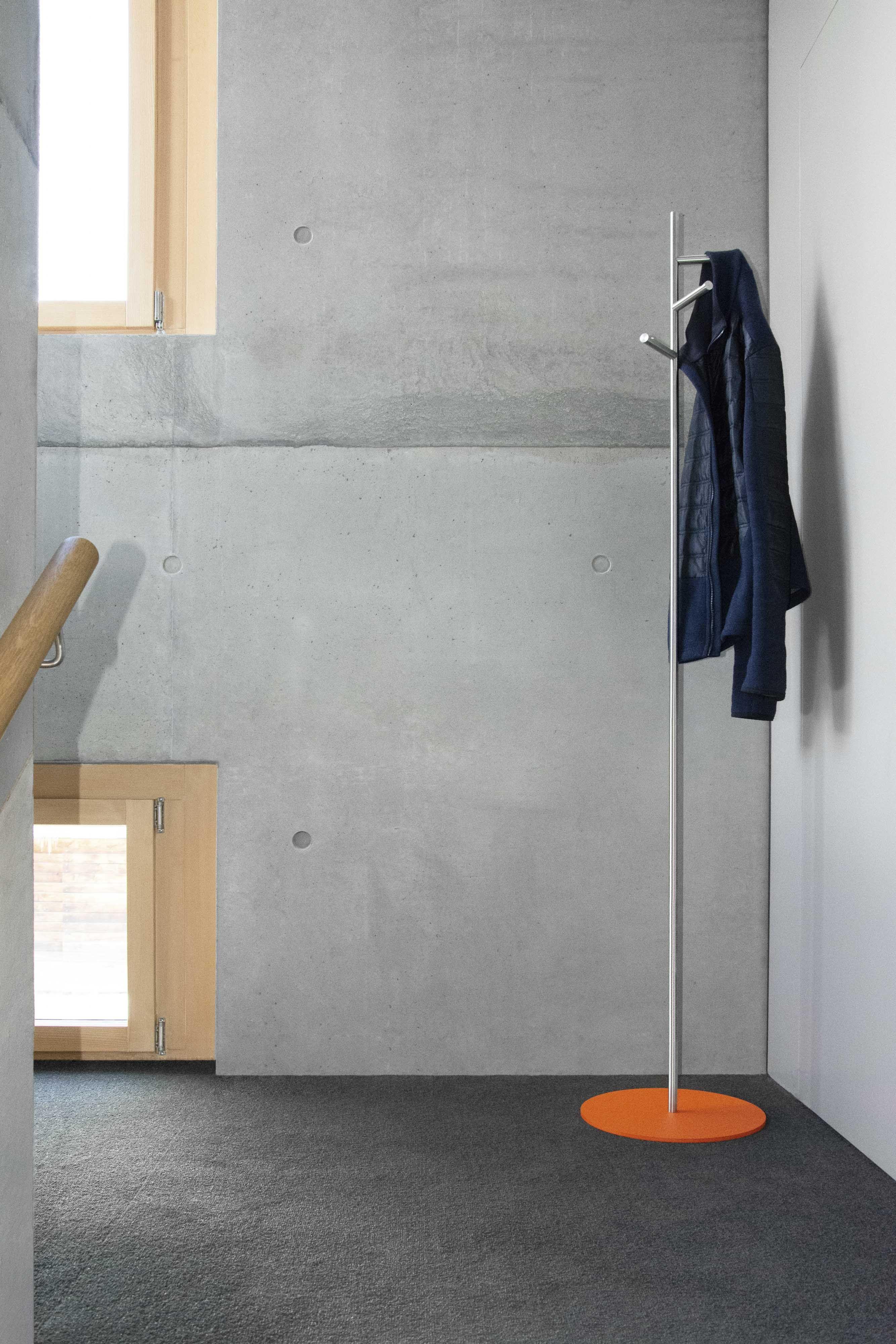 Kleiderstander Mit Bodenplatte In Orange Garderobe Edelstahl